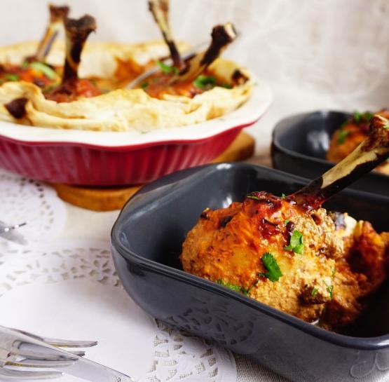 Куриные голени, запеченные в соусе и лаваше