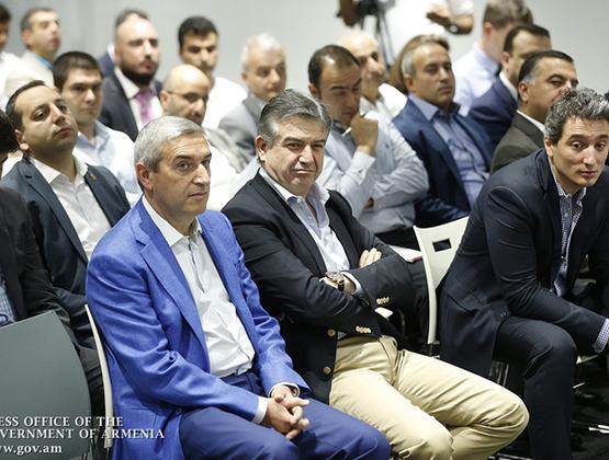 PM attends 'Armenia's digitization agenda' conference