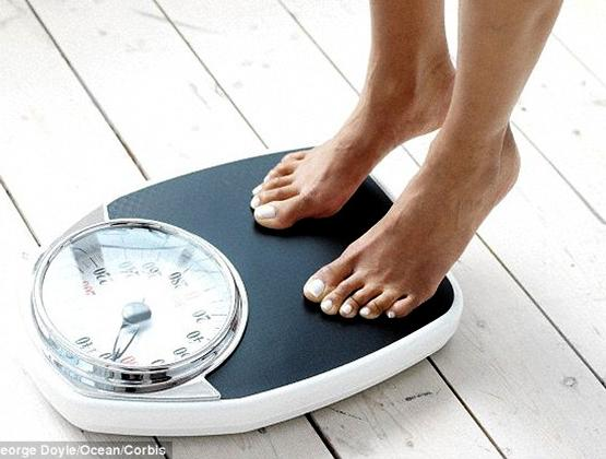 Desperate to Lose Weight? Eat ALMONDS! Handful a Day 'Wards off Hunger and Replaces Empty Calories from Junk Food'