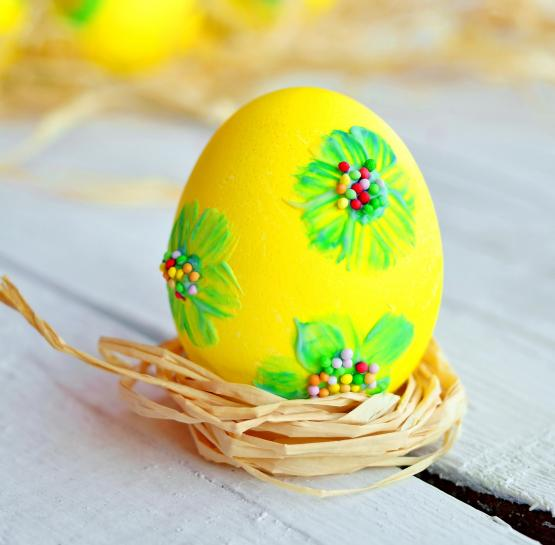 Украшение пасхальных яиц зубной пастой