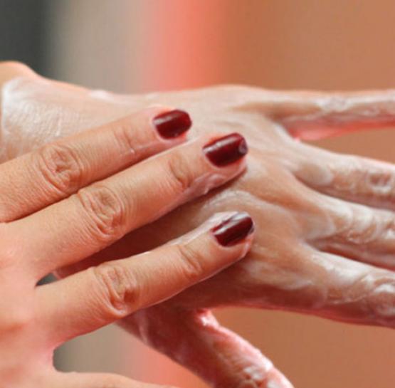 Տնական միջոց, որը կօգնի ազատվել ձեռքերի չոր մաշկից և տարիքային բծերը․ Գեղեցիկ ձեռքերի գրավականը այստեղ է
