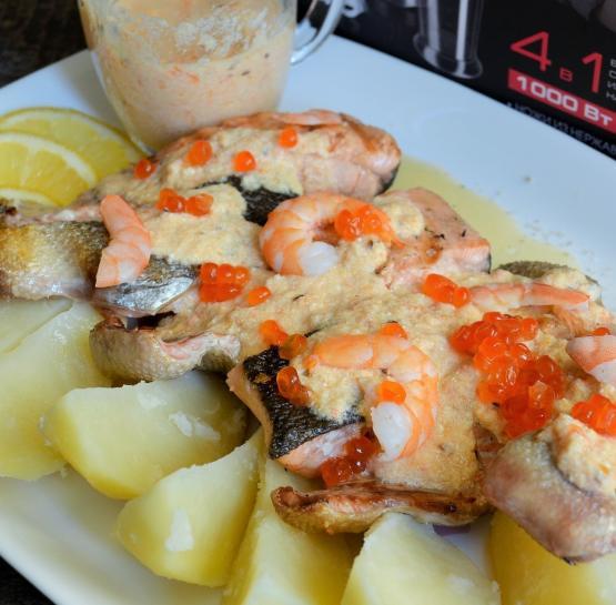 Кета-гриль с креветочно-сливочным соусом