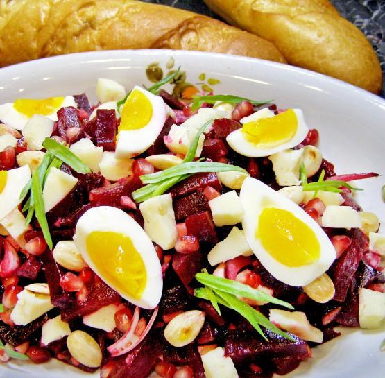 Салат из свеклы, сыра и граната